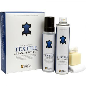 Textile care and clean kit I en kartong med 2 flaskor samt en svamp och en duk